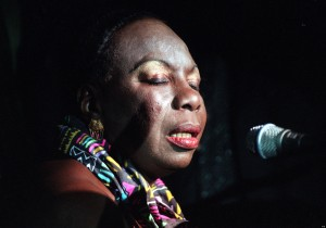 SINGER NINA SIMONE AT THE CANCER RESEARCH CAMPAIGN'S GALA HALLOWEEN BAL, AT THE HILTON HOTEL, PARK LANE IN LONDON.