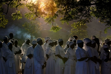 Haiti. Hundreds gather for a vodou ceremony. Photo by Ramon Espinosa | AP