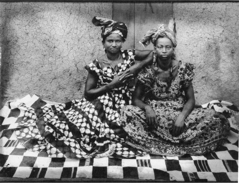 A portrait of Senegalese women from the 50s by Senegalese photographer Seydou Keita