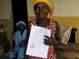 Isata Konneh shows off her certificate of good health © UNICEF Sierra Leone/2014/Dunlop