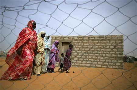 Mauritanians ex-slaves walk in a suburb outside Mauritania's capital Nouakchott, November 21, 2006. They do not wear chains, nor are they branded with the mark of their masters, but slaves still exist More... CREDIT: REUTERS/RAFAEL MARCHANTE