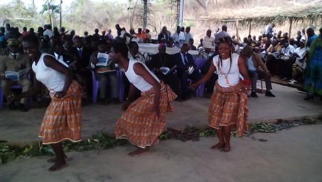 Assiko dancers