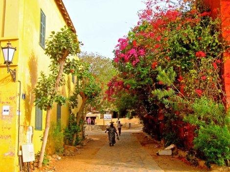 STREET IN GORÉE - TOWN WITHOUT CARS / MICKAËL T, FLICKR,